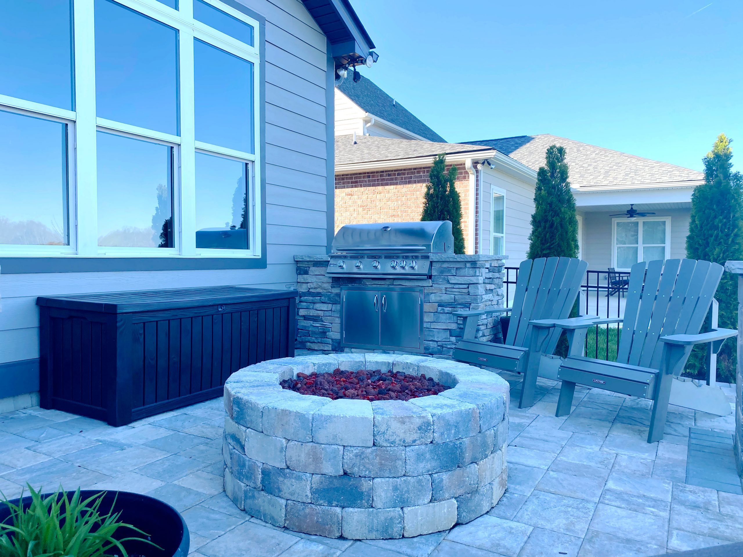 Franklin Stone patio with stone firepit and grill